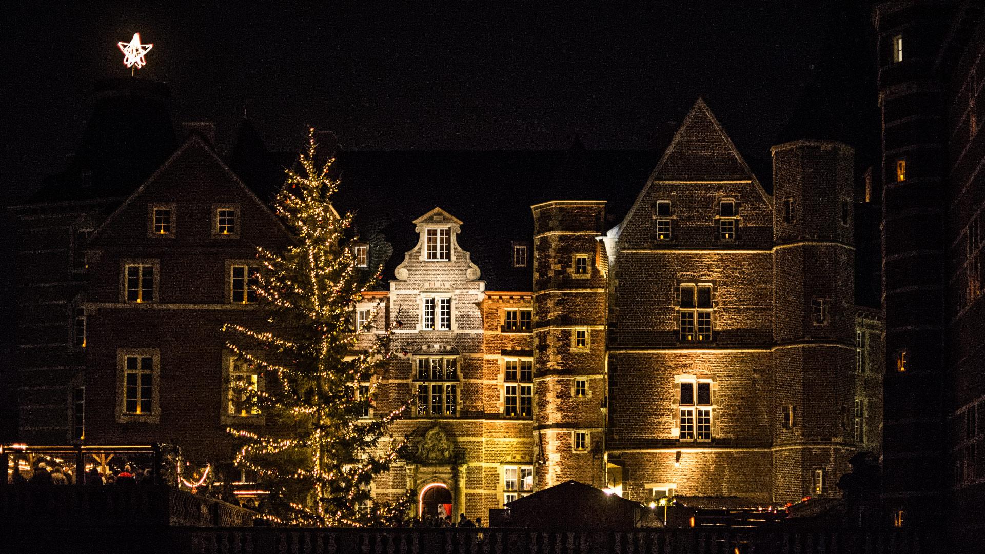 Weihnachtsmarkt Schloss Merode.Adventlicher Lichterglanz Handwerkstreiben Auf Schloss Merode